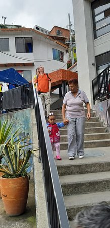 Medellin City Services: Locals at the 13