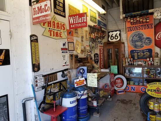 Pete's Rt 66 Gas Station Museum: Showing more of the other side of the museum.