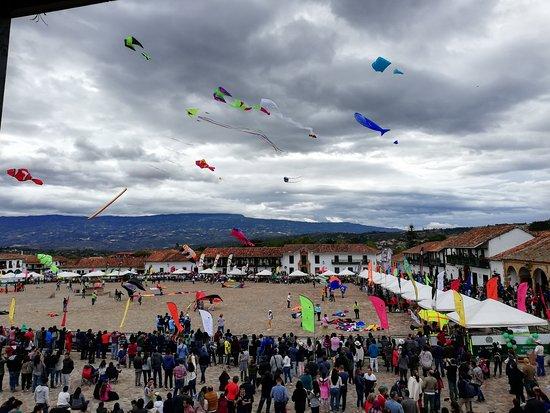 Festival del viento y las cometas desde Nuestros balcones