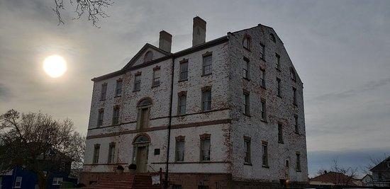 Perth Amboy, NJ: Proprietary House