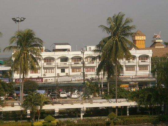 Pattaya, Thaiföld: Вид из окна отеля Амбассадор