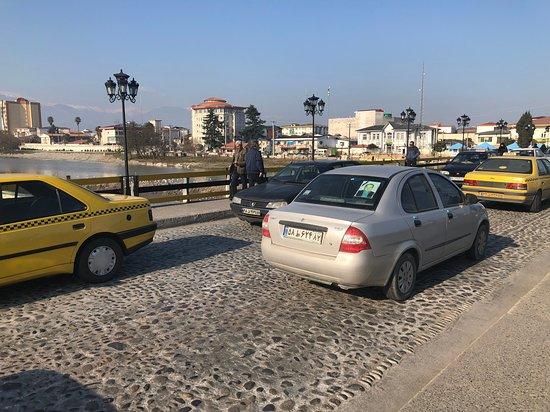 Tonekabon, Iran: bridge traffic