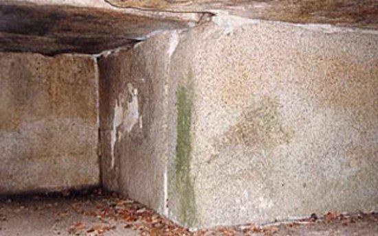 Oichi Tomb