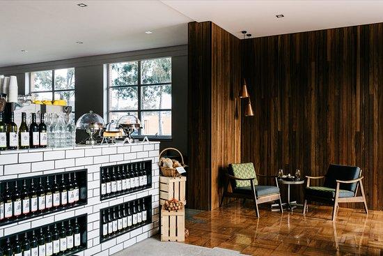 Seymour, Úc: Chic and modern Cellar Door