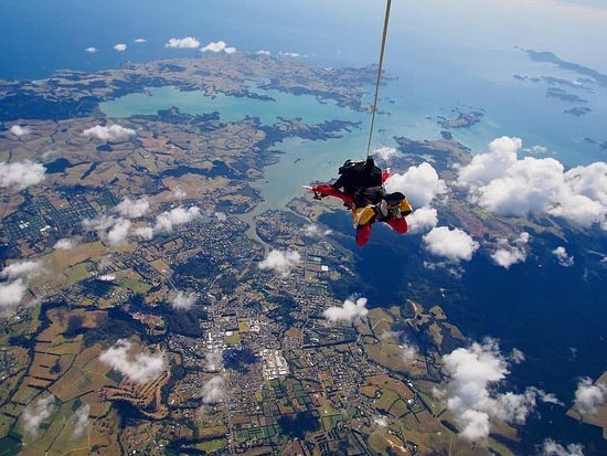 16500ft Skydive - 70 Seconds of free fall: Also got amazing photos