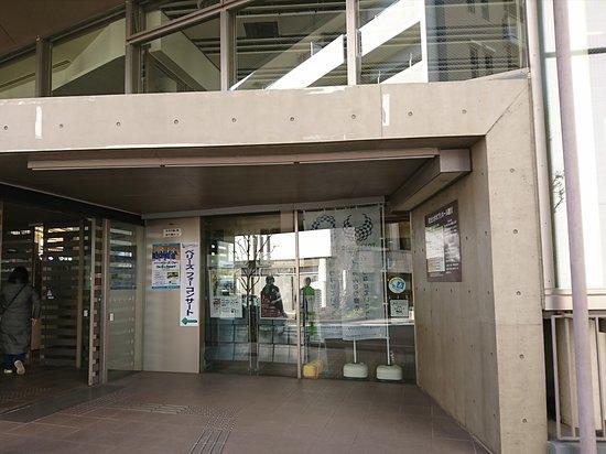 町田市立鶴川駅前図書館