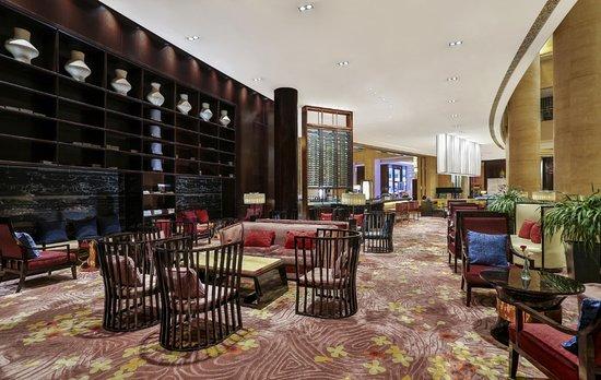 成都保利公园皇冠假日酒店 大堂酒廊,您的会晤之所与休闲之地。
