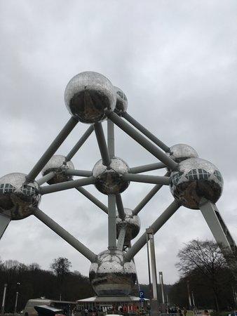 Atomium: Снаружи