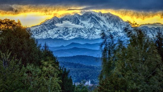 Province of Varese, إيطاليا: Sua maestà il Monte Rosa, il grande protagonista dei panorami varesini.   Ph: Luca Sacchet