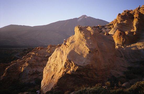 El Teide desde la Cañada de El Capricho, donde existe una escuela de escalada deportiva con uno de los entornos más espectaculares de toda España