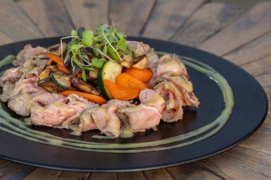 Rostbeaf šalát s grilovanou zeleninou a horčicovo-medovou omáčkou