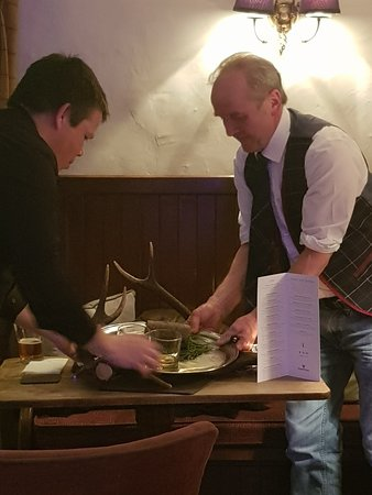 ‪‪Sawley‬, UK: Burns Supper 2019 at The Sawley Arms - preparing to address the haggis with a poem by Robbie Burns‬