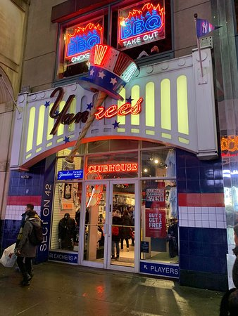 8eff4e075e3 Yankees Clubhouse Shop Times Square (New York City) - 2019 All You ...