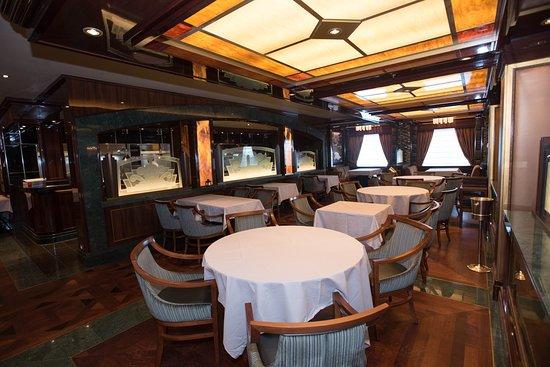 Wheelhouse Bar and Crown Grill on Regal Princess
