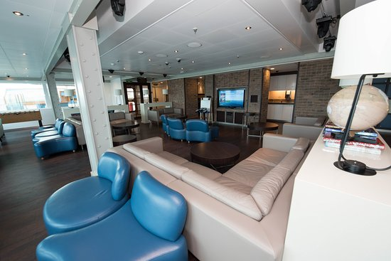 Remix Teen Club on Regal Princess