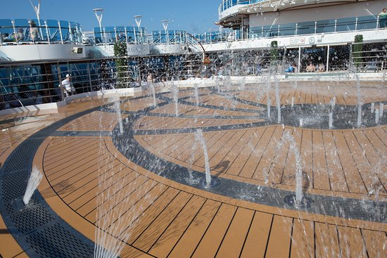 Fountain Pool on Regal Princess