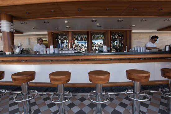 The Retreat Bar on Regal Princess