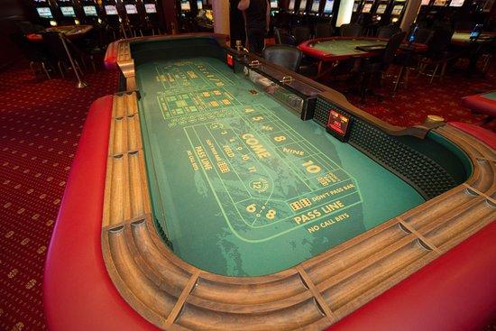 Sky Club Casino on Norwegian Sky
