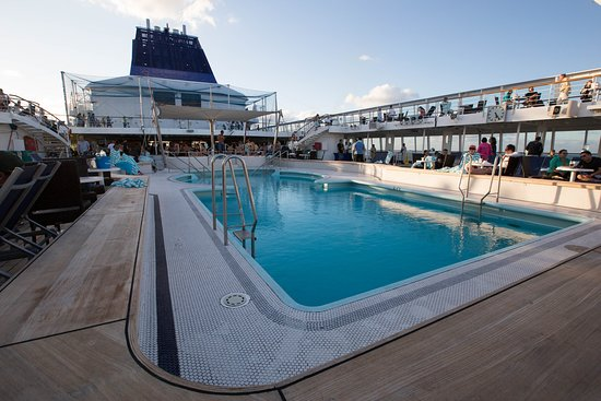 Main Pool on Norwegian Sky
