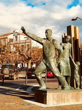 Ponta Delgada, Portugália: Estátua dos Emigrantes- Circuito Histórico.
