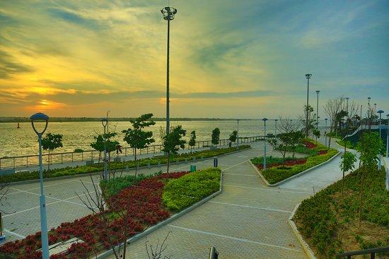 Gran Malecón del Rio - Sector Puerta de Oro