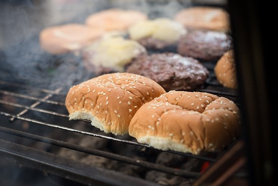 Ocean Gate Resort: Burgers on the grill