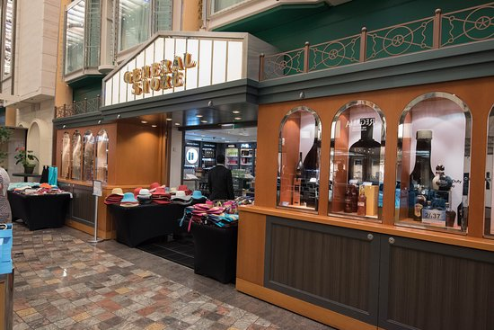 General Store (Promenade Shop) on Freedom of the Seas