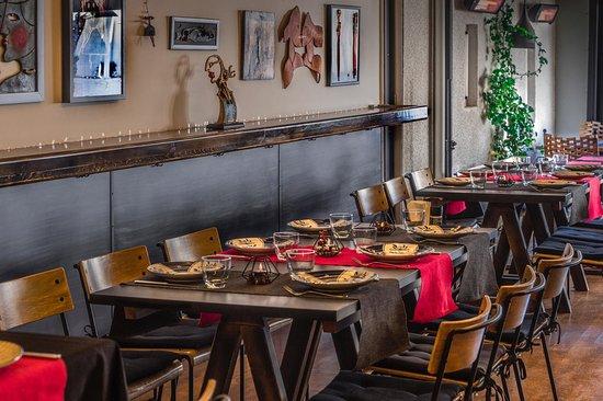 Ga'u Antique: Restaurant