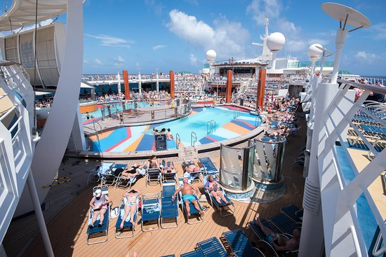 The Main Pool on Freedom of the Seas
