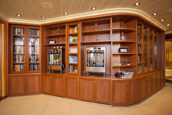 Library Bar on Carnival Breeze