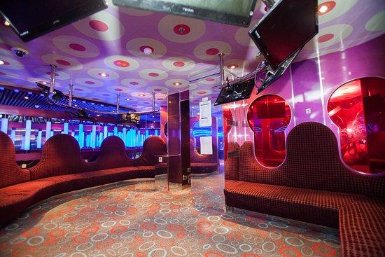 Club 02 on Carnival Breeze