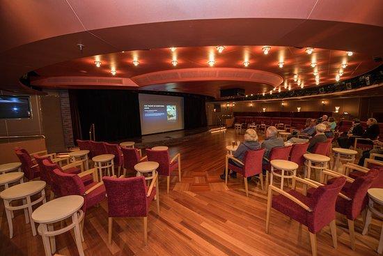 Queen's Lounge on Noordam