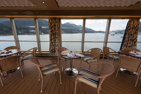 Noordam: Dive In at the Terrace Grill on Noordam