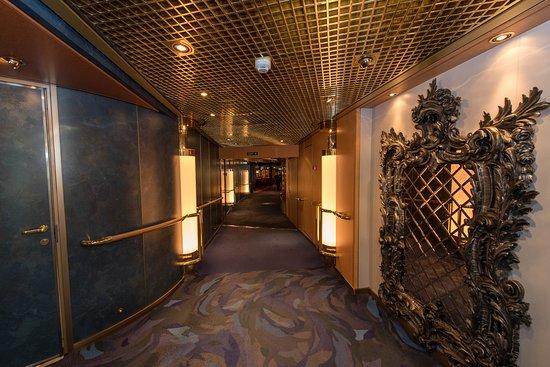 Noordam: Hallways on Noordam