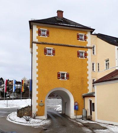 Laufen, Tyskland: von der Stadt her zur Salzach