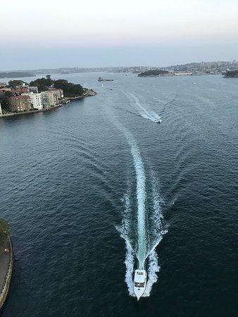 Вид с моста Харбор на Сиднейский залив