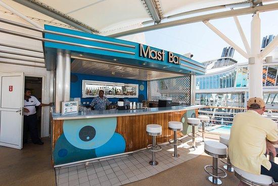 Mast Bar on Oasis of the Seas