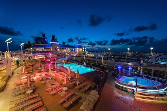 The Beach Pool on Oasis of the Seas