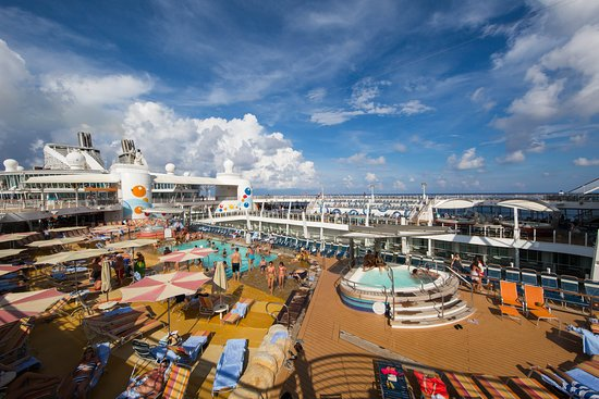The Sun Decks on Oasis of the Seas