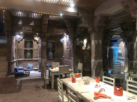 Rani Mahal Boutique Hotel: First floor seating & dining.