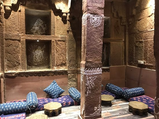 Rani Mahal Boutique Hotel: Seating area on the first floor.