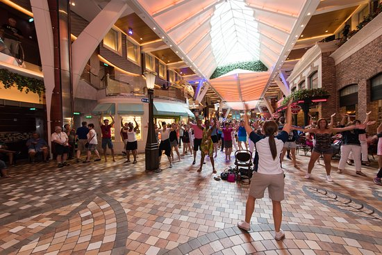 Flash Mob on Oasis of the Seas