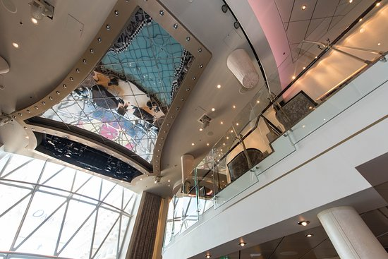 Dazzles on Oasis of the Seas