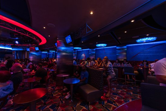 Karaoke at On Air Club on Oasis of the Seas