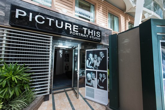 Picture This Portrait Studio on Oasis of the Seas