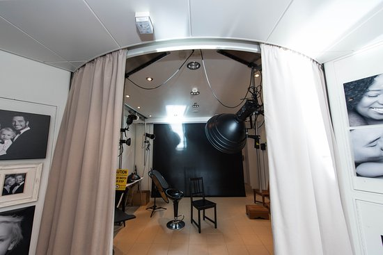 Oasis of the Seas: Picture This Portrait Studio on Oasis of the Seas