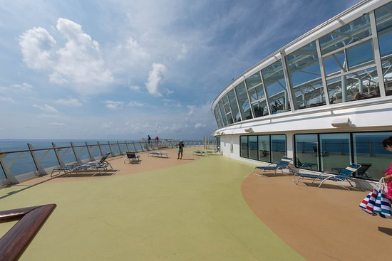 Oasis of the Seas: The Front Sun Decks and Helipad on Oasis of the Seas