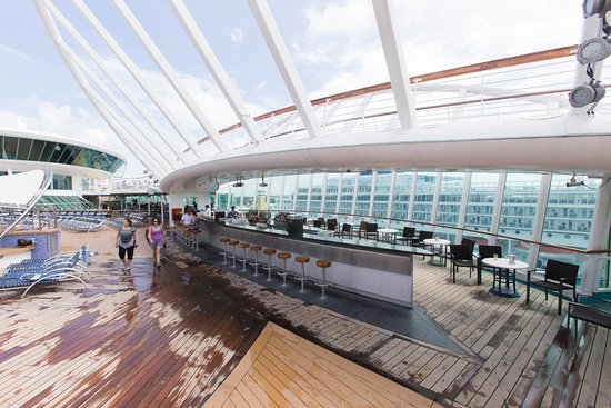 Oasis Bar on Enchantment of the Seas