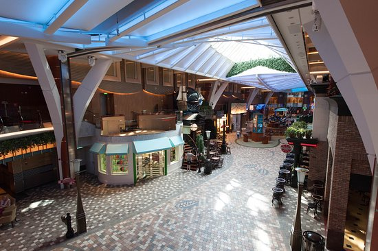 Royal Promenade on Allure of the Seas