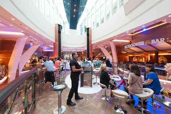 Rising Tide Bar on Allure of the Seas